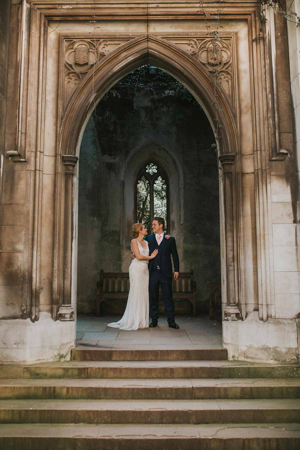 couple at st dunstan in the east